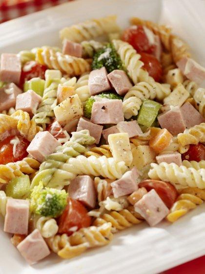 Salade de pâtes aux légumes et jambon