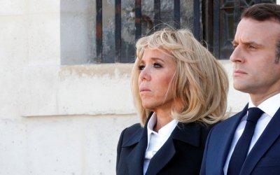 quality design 46958 7aa40 Il fait un doigt d honneur à Macron