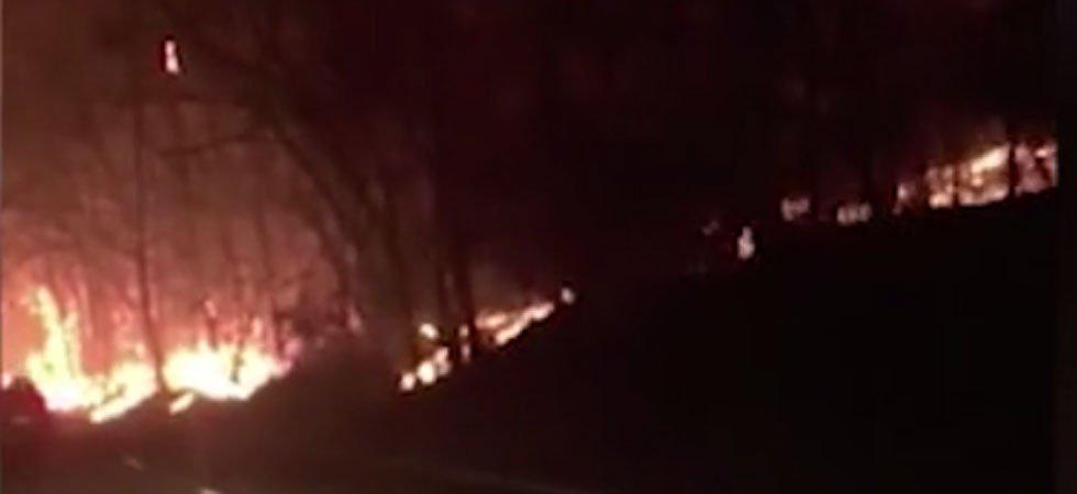 Des automobilistes échappent de justesse aux incendies qui ravagent le Tennessee