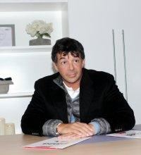 """Stéphane Plaza : célibataire, il se confie sur """"ses problèmes d'érection"""""""