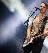 "Pete Doherty fait son retour en solo avec ""Hamburg Demonstrations"""