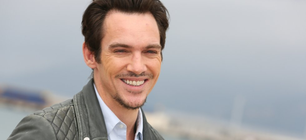 "Jonathan Rhys Meyers dans la peau du chanteur de The Clash pour ""London Town"""