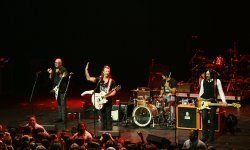 Eagles of Death Metal veut finir son concert