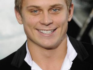 50 Nuances de Grey : Billy Magnussen dans la short-list ?