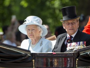 Elizabeth II et le prince Philip vaccinés contre la Covid : William confirme