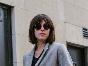 Dakota Johnson adopte le carré court !