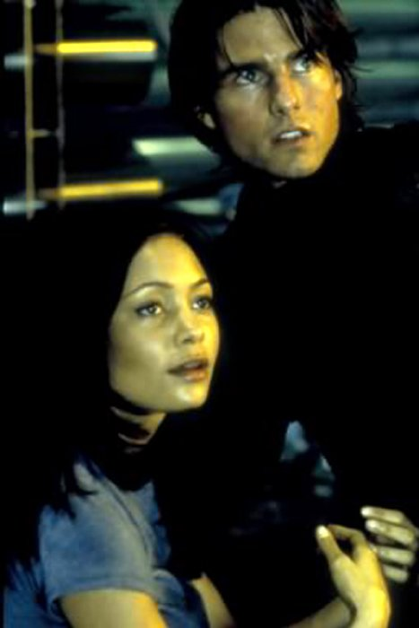 "Thandie Newton et Tom Cruise dans ""Mission : impossible II"""