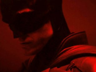 Premier visuel de Batman : Robert Pattinson enfile le costume du super-héros