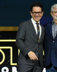 Star Wars : J.J. Abrams a sondé George Lucas pour écrire The Rise of Skywalker
