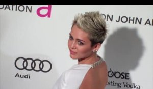 Miley Cyrus invite Sinead O'Connor à discuter