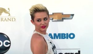 Miley Cyrus ne suit plus son fiancé Liam Hemsworth sur Twitter