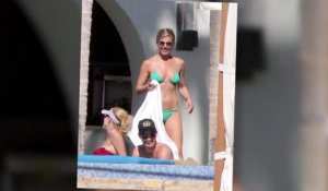 Jennifer Aniston prend un bain de soleil avec Courteney Cox