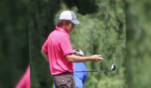 Harry Styles joue au golf