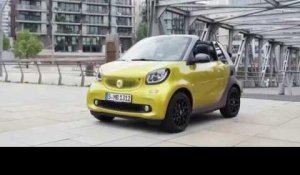 The new smart fortwo Cabriolet 2015 Design in Green | AutoMotoTV