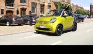 The new smart fortwo Cabriolet 2015 - Driving Video in Green | AutoMotoTV