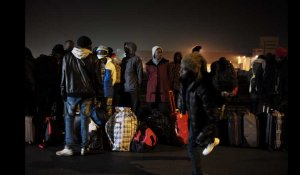 "Calais : quand la ""Jungle"" se vide des migrants"
