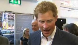 Le prince Harry baby-sitter