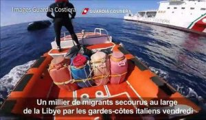 Un millier de migrants secourus au large de la Libye