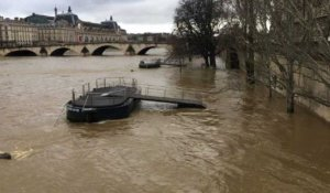 La Seine poursuit sa crue à Paris