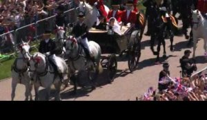 Windsor : la calèche de Harry et Meghan sur le Long Walk