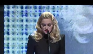 Madonna remet à Jessica Chastain le Gucci Award for Women in Cinema 2011