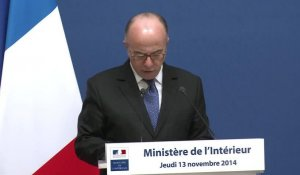 Cazeneuve annonce l'interdiction des grenades offensives