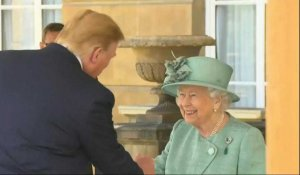 Donald Trump accueilli à Buckingham Palace par la reine