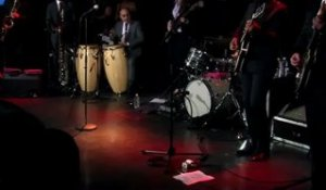 Sharon Jones - 1/13 - Intro & Nervous en live sur RTL