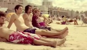 Coolest guy in the world on the beach: watch his moves