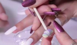 Beauté mode : Faire un nail art water marble