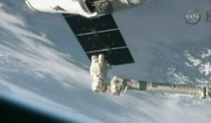 La capsule Dragon rejoint la Station spatiale internationale