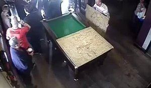 Client de bar vs Billard (Fail)
