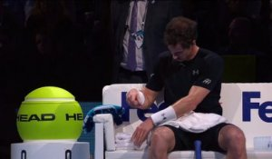 Andy Murray se coupe les cheveux en plein match