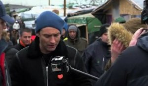 "Jude Law dans la ""jungle"" de Calais pour soutenir les migrants"