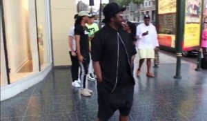 Will.I.Am chante un artiste de rue dans beverly hills