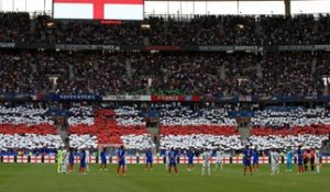 Vidéo : Le Stade de France rend hommage à l'Angleterre en reprenant God Save The Queen