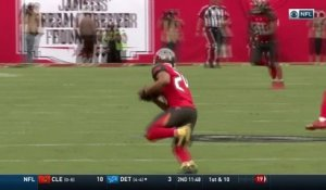 Brent Grimes picks off Josh McCown and returns 28 yards