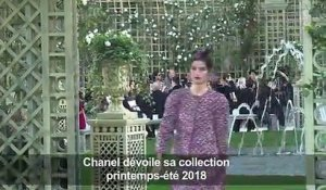 Haute couture: défilé Chanel au Grand Palais à Paris