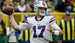 Josh Allen launches deep ball to Kelvin Benjamin for 34-yard gain