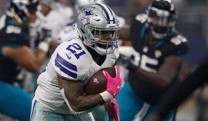 Zeke dashes down the field for a 20-yard gain