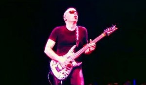 Joe Satriani - Surfing with the Alien (LIVE)
