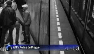 Prague: elle tombe sous le métro, sort indemne