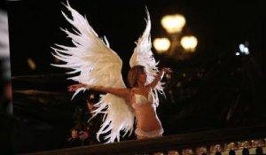 Les Anges de Victoria's Secret tournent une pub à Paris