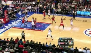 Tony Wroten rate deux dunks en 40 secondes !