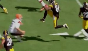 Parodie du coup de pied de Antonio Brown des Steelers en mode Karate Kid