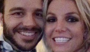 Britney Spears Tweets Picture Of New Boyfriend!