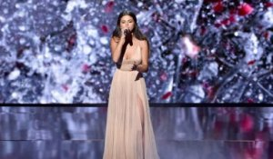 Selena Gomez Prays For Strength At The American Music Awards