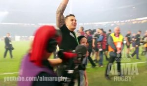Sonny Bill Williams donne sa médaille d'or à un enfant