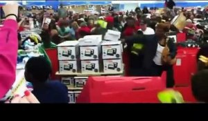 Compilation des plus gros mouvements de foule pendant le Black Friday 2015