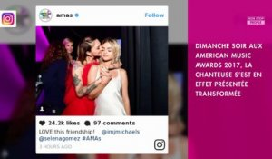 Selena Gomez fait sensation en blonde aux American Music Awards 2017 (photos)